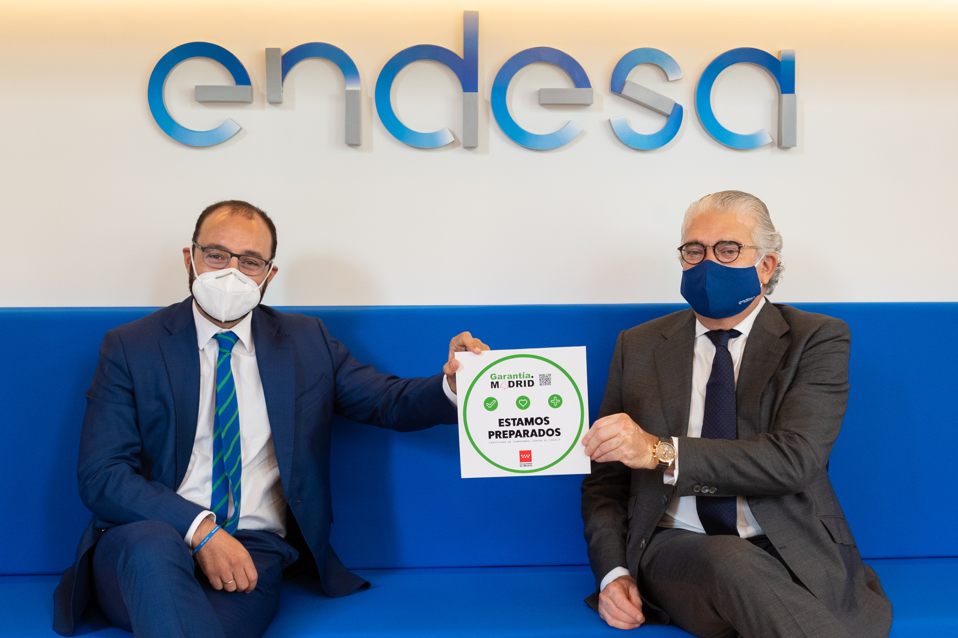 The Minister of Economy, Employment and Competitiveness of the Regional Government of the Community of Madrid, Manuel Giménez, presents the Madrid Guarantee seal to the Endesa CEO, José Bogas, at the new Endesa retail office in Calle Ortega y Gasset, Madrid.